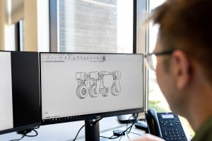 Things to consider when buying an office monitor: